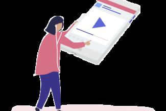 Imagem de uma mulher segurando um celular, em sua tela um grande ícone de play para ilustrar os exemplos dos planos Datatix.