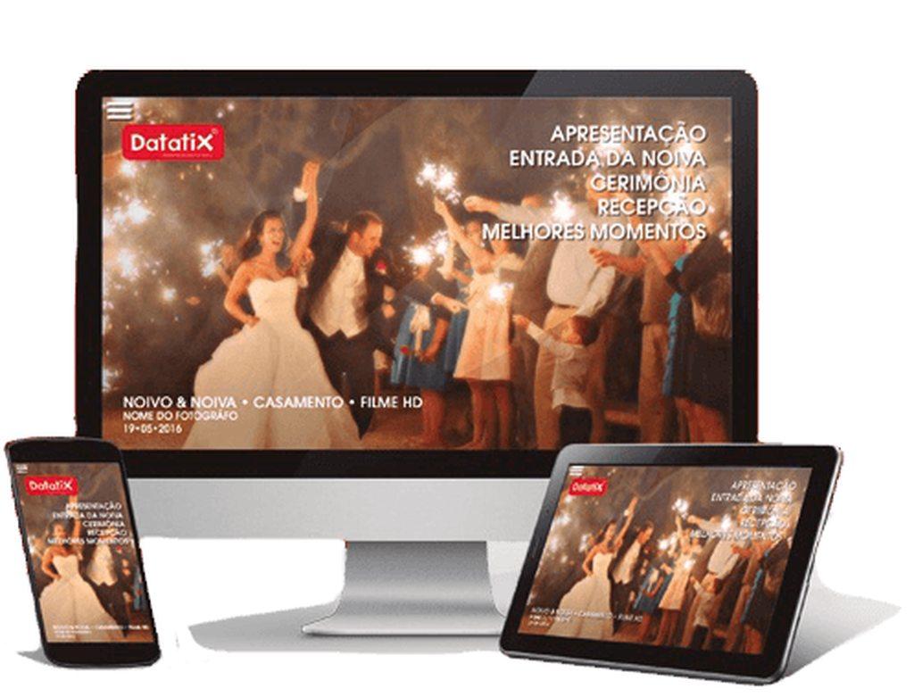Monitor de TV, aparelho celular e tablet exibindo vídeo de um casamento na plataforma DVD Online.
